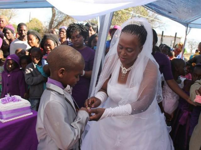جنوبی افریقا میں 9 سالہ بچے نے 62 سالہ خاتون سے بیاہ رچالیا