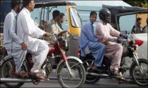 کراچی اور سکھر ڈویژن میں تین دن کےلئے ڈبل سواری پر پابند ی