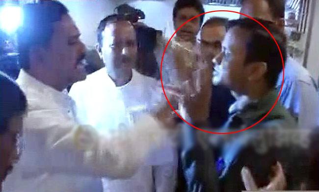 Shiv Sena MPs 'force' Muslim worker to break fast
