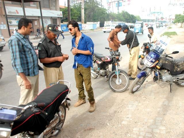 اسٹریٹ کرائم بے قابو، پولیس موٹر سائیکل اسکواڈ شہریوں کو لوٹنے میں مصروف