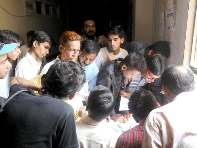 انٹر داخلہ پالیسی کو محکمہ تعلیم اور پولیس نے کمائی کا ذریعہ بنالیا