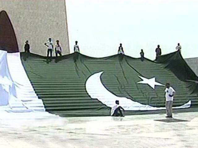 جشن آزادی کی تقریبات کیلئے جنوبی ایشیا کا سب سے بڑا پرچم تیار