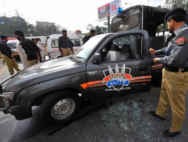 قائد آباد میں پی اے ٹی ورکرز نے پولیس اسٹیشن کو آگ لگادی، موبائل بھی تباہ