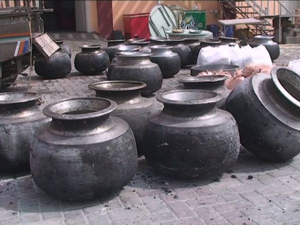 پی اے ٹی کارکنوں کیلئے کھانا پکانے والا باورچی گرفتار