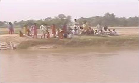 گھریلو حالات سے تنگ خاتون2 بچوں سمیت نہر میں کود گئی