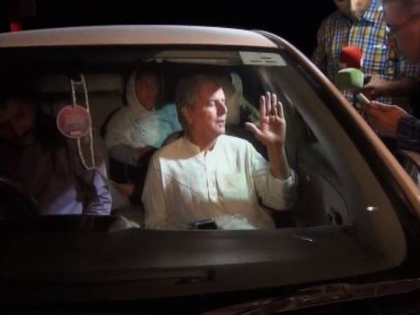 Javed Hashmi backs out at the last moment