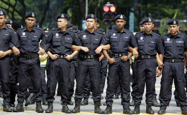 Malaysian police hunt for 'nude games' participants