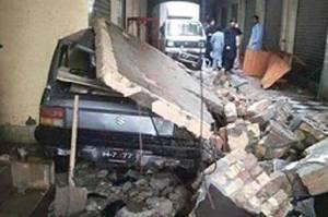 خوفناک زلزلہ ، مختلف شہروں میں دیواریں ، چھتیں گرنے سے 61 افراد جاں بحق ، درجنوں زخمی