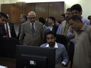چیف سیکریٹری سندھ کا محکمہ تعلیم کے دفتر پر چھاپہ