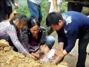 گلی پکی کرنے پرجھگڑا،سرکاری ٹرک ڈرائیورنے لڑکی کوزندہ دفن کردیا