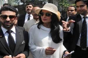 میرا کی شاہ رخ کو فلم میں کام کی پیشکش