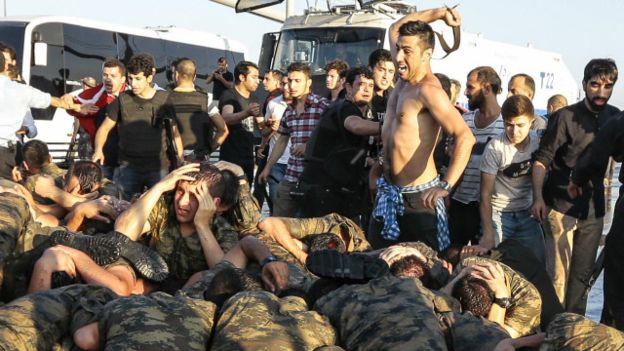 194 killed as Turkish military coup attempt fails, Erdogan returns