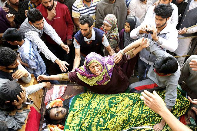 مقبوضہ وادی میں بھارتی فوج کے ہاتھوں مزید 2 کشمیری شہید؛ شہادتوں کی تعداد 43 ہوگئی