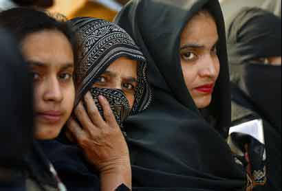 Indian Muslim women defy tradition ─ and men ─ to be judges
