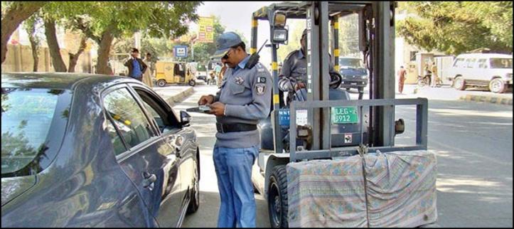 مراد سعید کے والد کا چالان کرنے والا ٹریفک اہلکار معطل