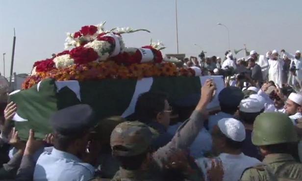 thousands-attend-junaid-jamsheds-funeral-prayers-in-karachi