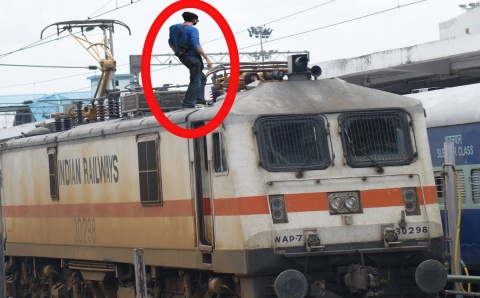 indian-student-dies-after-attempted-selfie-with-approaching-train